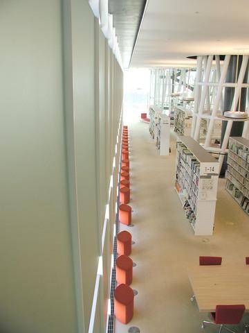 写真:市民図書館東側