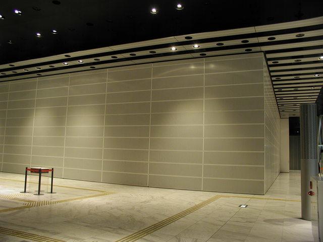写真:オープンスクエア 壁を閉じた状態