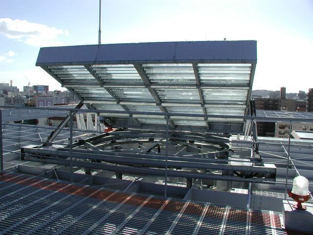 写真:太陽採光装置近景
